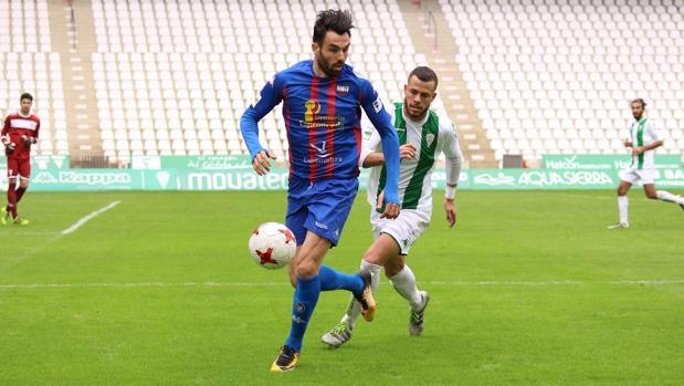 Enric Gallego debutó con el Extremadura en el campo del Córdoba B