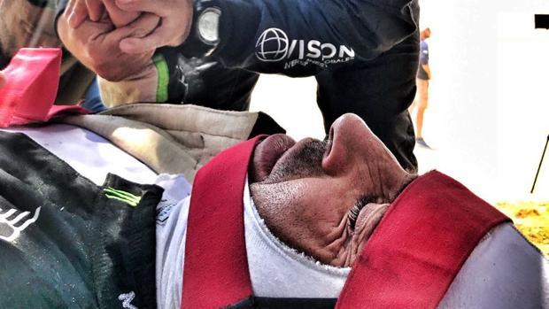 Imagen de Nani Roma, evacuado a un hospital tras sufrir un accidente al término de la tercera etapa