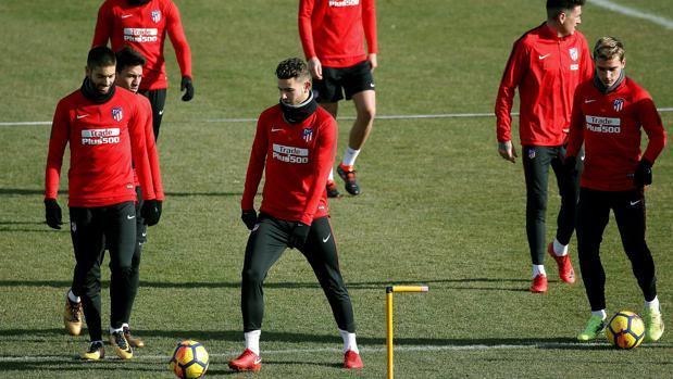 Los jugadores del Atlético de Madrid en el entrenamiento de este viernes