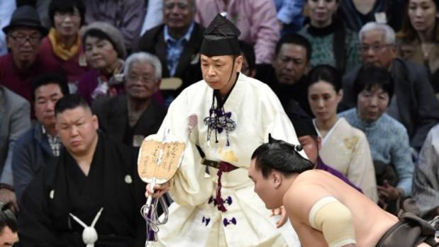 Inosuke Shikimori, en el centro de la imagen