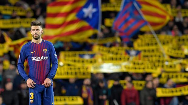 Gerard Piqué durante un partido del Barcelona en el Camp Nou
