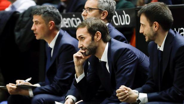 Sito Alonso, con cara de preocupación durante el partido ante el Valencia