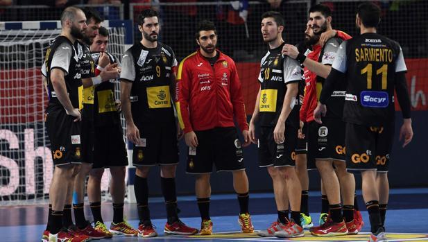 Los jugadores españoles tras caer ante Eslovenia