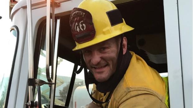 El campeón del peso pesado de la UFC, Stipe Miocic, ejerce como bombero y paramédico en Ohio (EE.UU.)