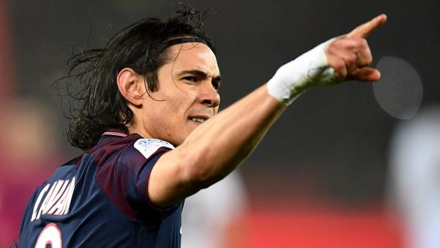 Cavani celebra un gol con la camiseta del PSG
