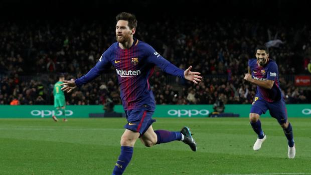 Messi celebra el tanto anotado en el Camp Nou frente al Alavés