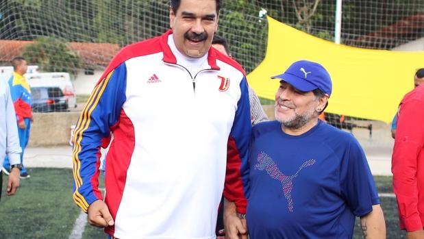 Maradona, de la mano de Nicolás Maduro en Venezuela
