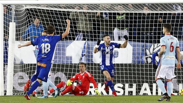 Alfonso Pedraza celebra su gol ante el Celta