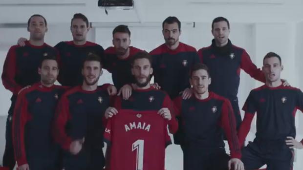 Los jugadores de Osasuna den la campaña de apoyo a Amaia