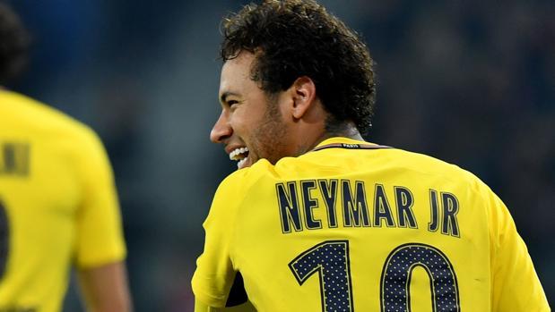 NEymar durante el encuentro contra el Lille