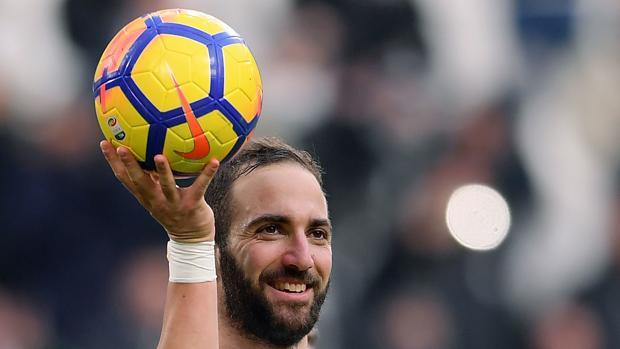 Higuaín contribuyó a la victoria de la Juventus con un triplete