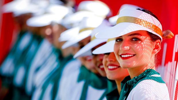 Varias azafatas, durante un Gran Premio