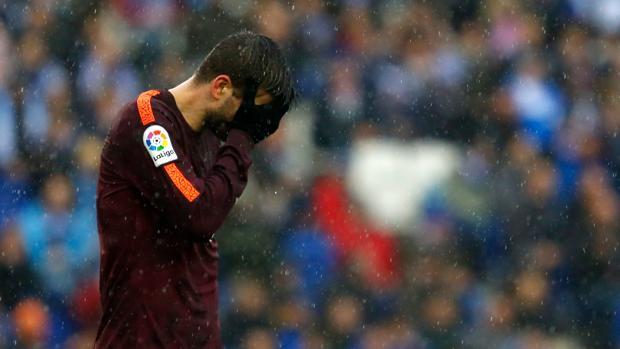 Gerard Piqué durante el partido contar el Español