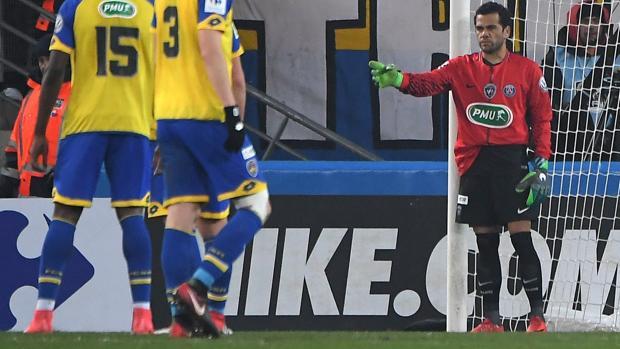Dani Alves durante sus minutos como portero en el PSG