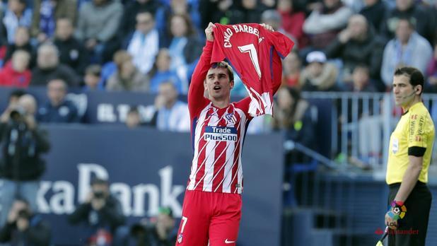 Griezmann, con la camiseta del número 7 el nombre de Cholo Barberá