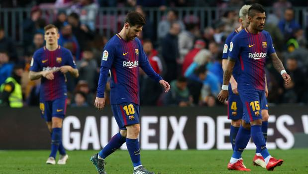 Los jugadores del Barcelona, al término del empate ante el Getafe