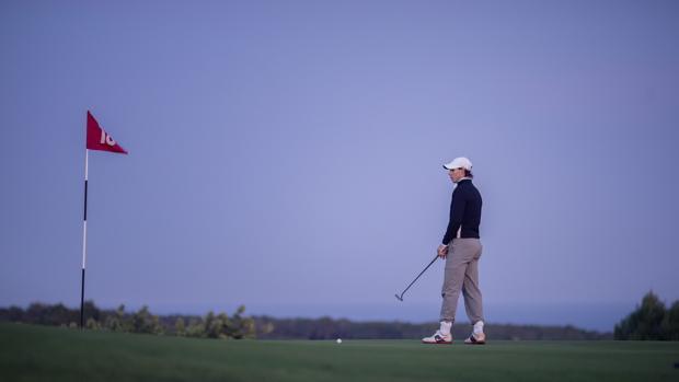 Rafa Nadal, jugando al golf en Mallorca