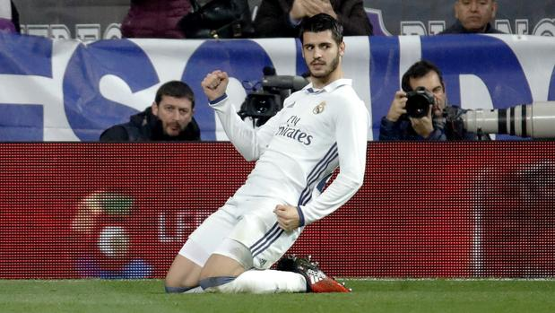 Álvaro Morata celebra un gol con el Real Madrid