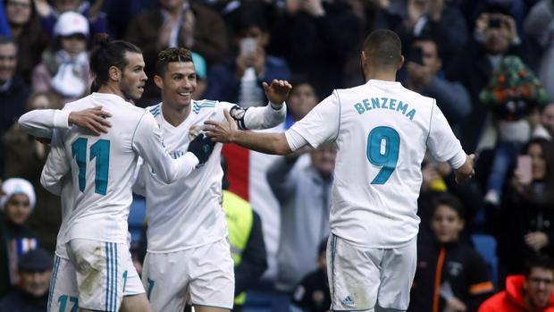 Jugadores del Real Madrid celebra un gol frente al Alavés