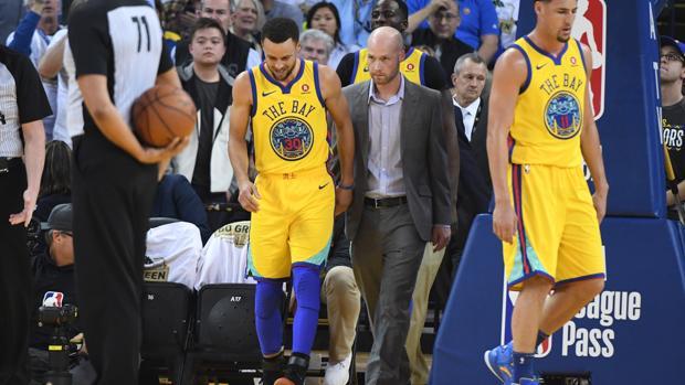 Stephen Curry, tras lesionarse el tobillo ante los Spurs