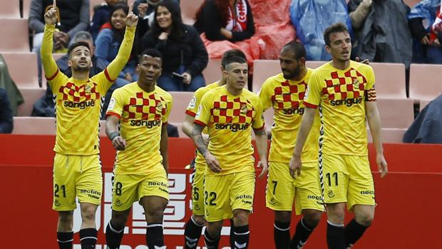 Los jugadores del Nàstic celebran el único gol del encuentro