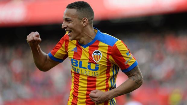 Rodrigo celebra uno de los goles que dio la victoria a su equipo