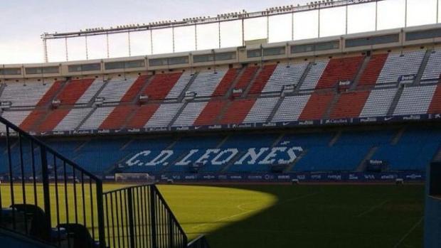 Imagen del Vicente Calderón con una de las gradas cambiadas por el rodaje