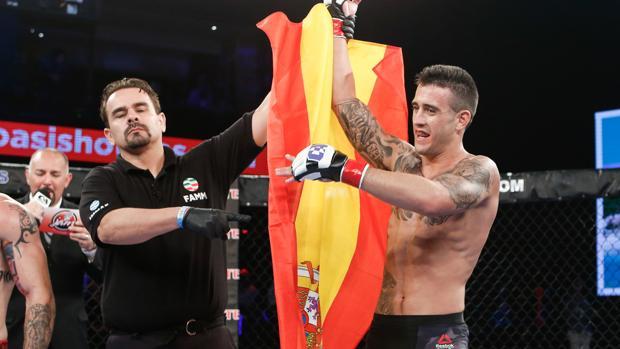Marc Gómez celebra su victoria en la Copa Combate en Cancún (México)