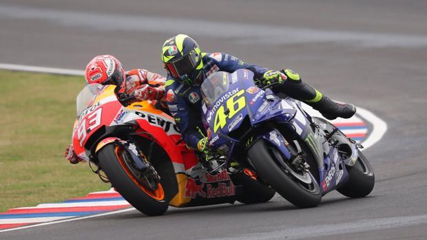 Momento del choque entr Márquez y Rossi