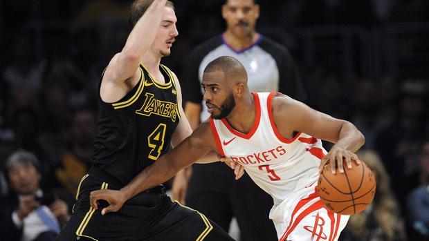 Chris Paul y Alex Caruso durante el partido entre Lakers y Rockets