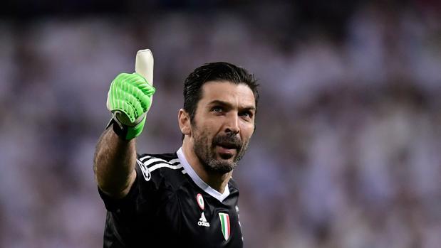 Buffon, durante sus protestas al árbitro tras el penalti