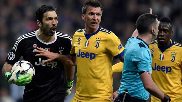 Buffon, indignado con el árbitro