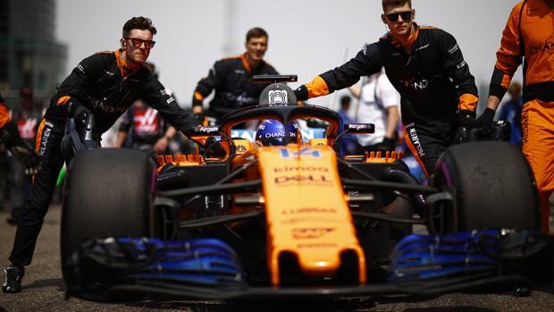 E McLaren de Fernando Alonso, en el circuito de Shanghai