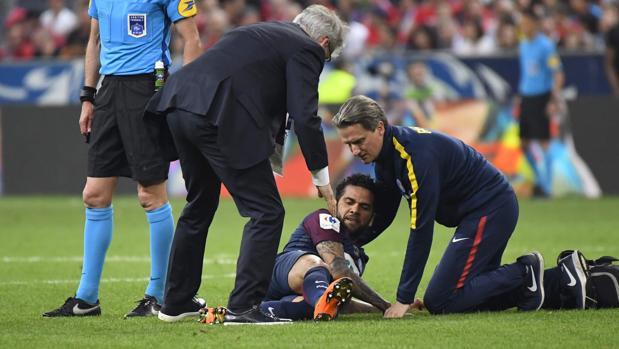Dani ALves se lesionó en la final de la Copa de FranciaFúbol
