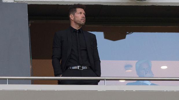 Simeone ya vio en un palco el partido de vuelta de la semifinal de la Europa League ante el Arsenal