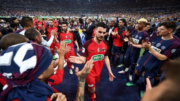 El PSG hizo el pasillo al finalista copero