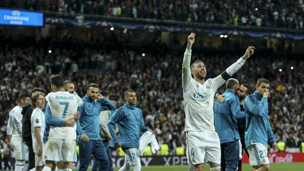 Sergio Ramos y el resto de la plantilla celebran el pase a la final de Kiev