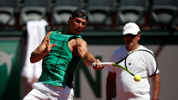 Rafa Nadal en un entrenamiento en la pasada edición del Roland Garros