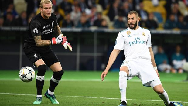 Benzema mete el pie en el 1-0 del Madrid