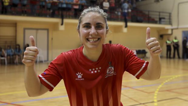 Amelia Romero celebra el título de campeona de la Copa de España.