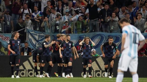 Los jugadores croatas celebran el gol ante Argentina