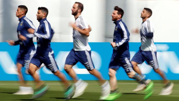 Sampaoli revoluciona el once para arropar a Messi