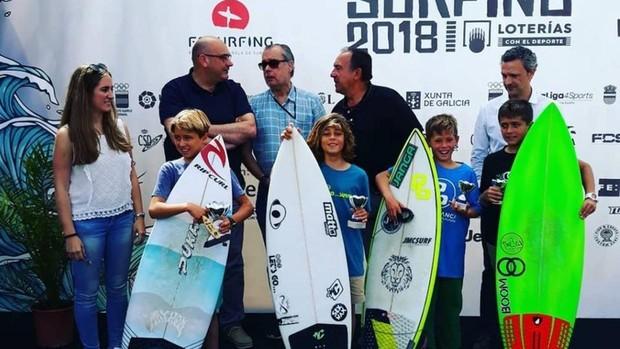 Álvaro de la Fuente, segundo por la izquierda, con sus compañeros tras la final
