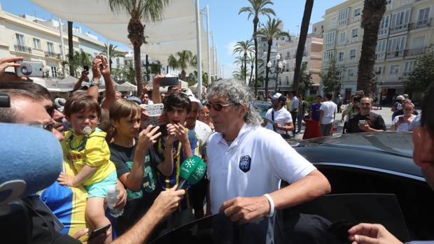 Mágico González a su llegada al acto en el ayuntamiento