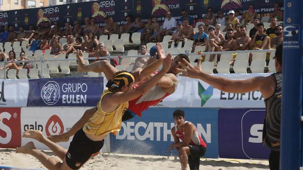 El espectáculo del balonmano playa acaparará la atenciión del Paseo Marítimo este fin de semana