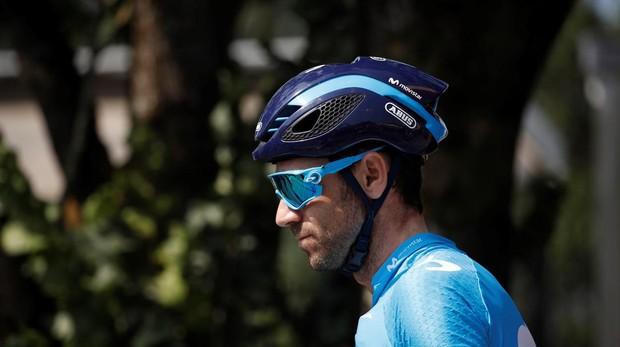 Alejandro Valverde, de Movistar, preparado para la salida de la séptima etapa del Tour de Francia