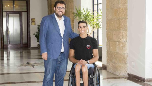 José Manuel Quintero con el diputado de Deportes, Jaime Armario