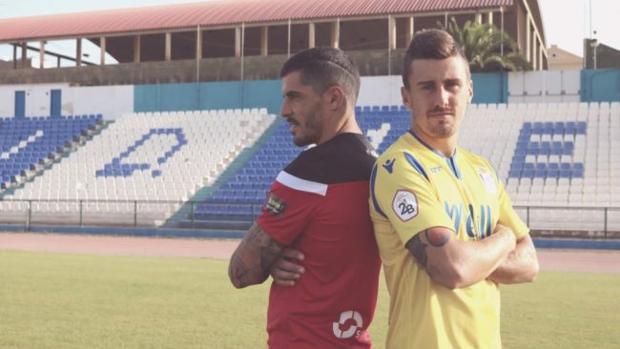 Jugadores de la UD Melilla en la presentación oficial de las equipaciones