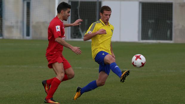 Jordi Tur, centrocampista ibicenco del Cádiz CF B.