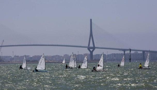 Las aguas de la Bahía de Cádiz son protagonistas esta semana.